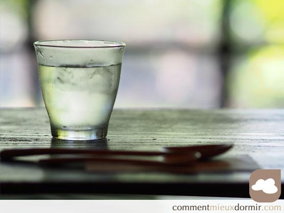 Boire de l'eau au réveil pour une bonne santé